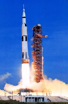 Saturn-V-liftoff-2