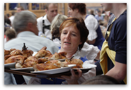 2oktoberfest-food-waitress-carrying-chicks
