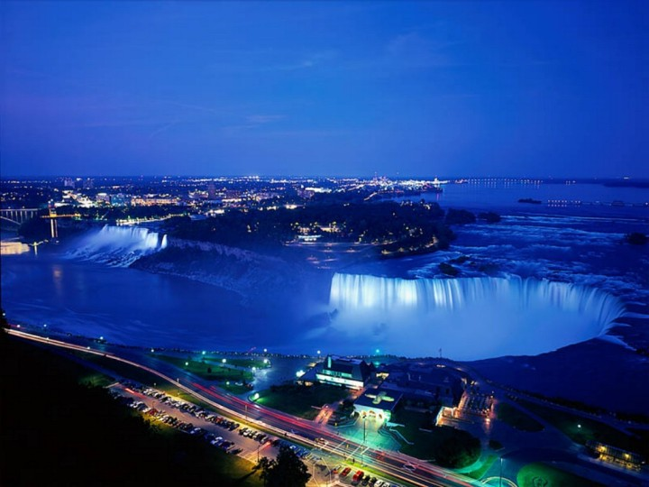 niagara_falls_at_night,_ontario,_canada